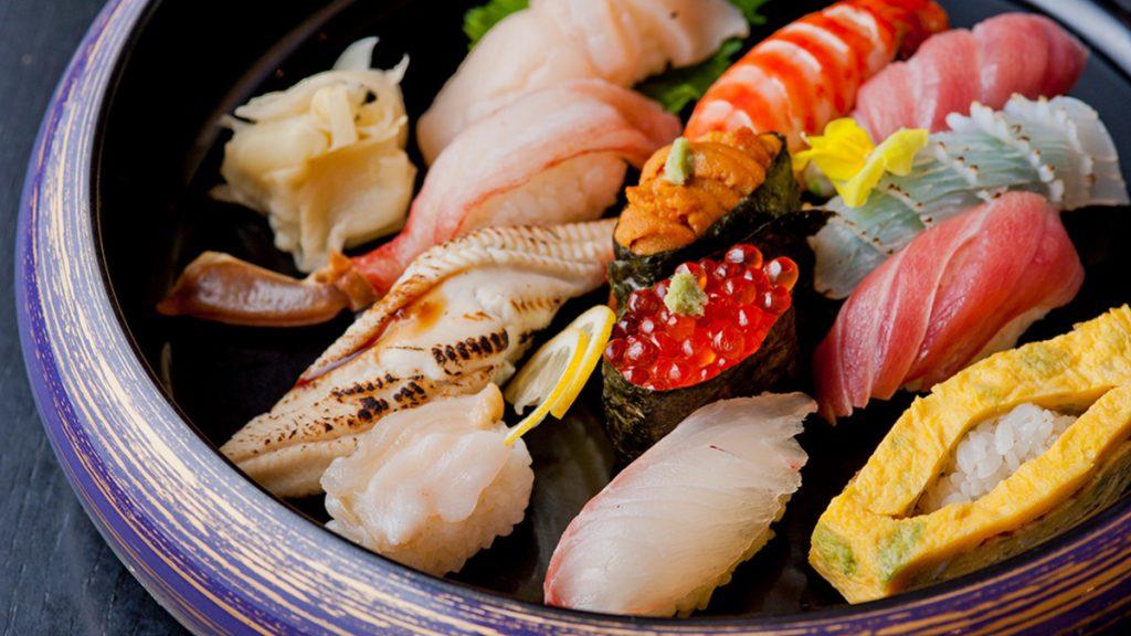 自宅で過ごすお盆休み。「お寿司」や「本格焼肉」を囲んで家族と楽しいひとときを♪